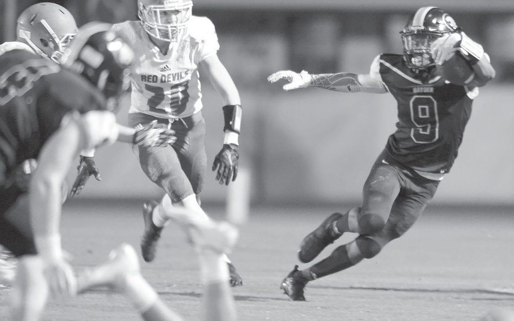 Hayden's Brody Kelley avoids Lawrence County defenders. -www.southernexposurephotos.com