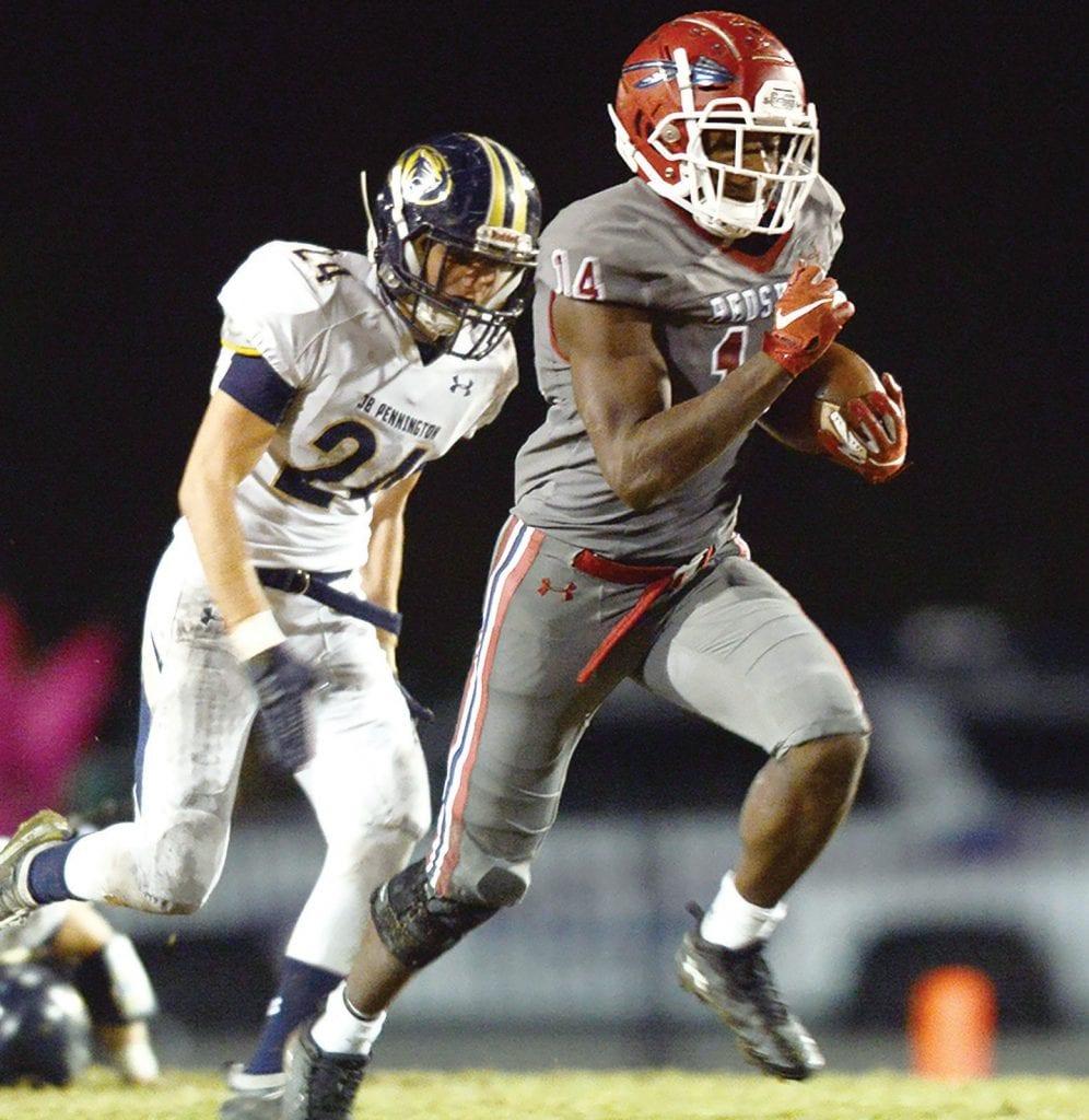 David Hall (14) outruns Jaden Haynes (24). -www.southernexposurephotos.com